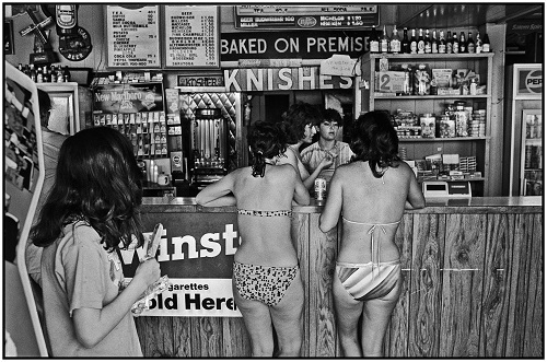 Cohen, George. Girls at Fast Food Stand. 1986. The Brooklyn Collection, Brooklyn Public Library.