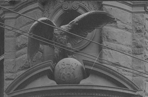 Eagle sculpture on Brooklyn Daily Eagle building, 1913