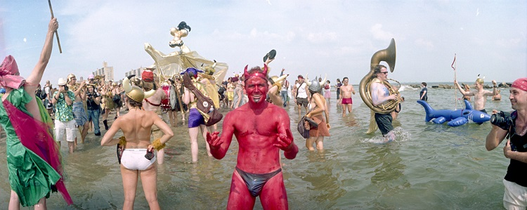 Devil, Vikings and photographers in the water, 2004