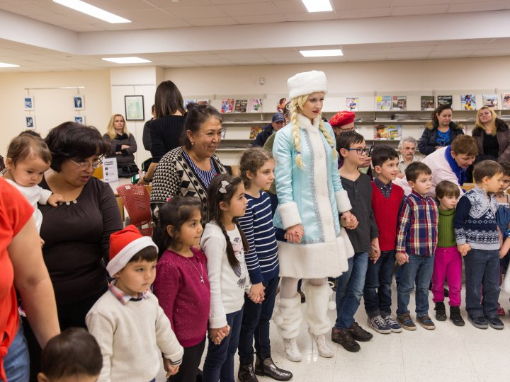 Children gather in a circle during a program at Kings Highway Library.
