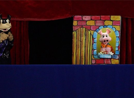 Los tres cochinitos/The Three Little Pigs by Scaramouches Puppet Theatre