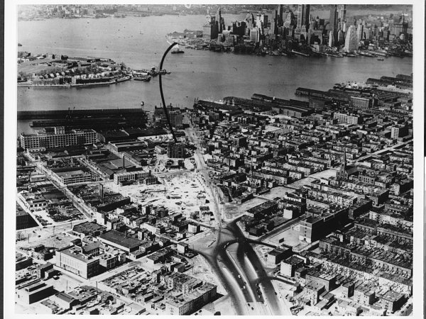Aerial view of Red Hook with black line indicating planned site of Brooklyn-Battery Bridge